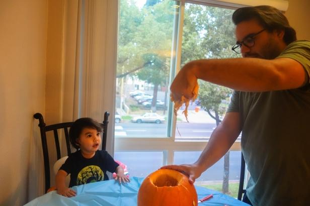 pumpkin carving (3 of 9).jpg